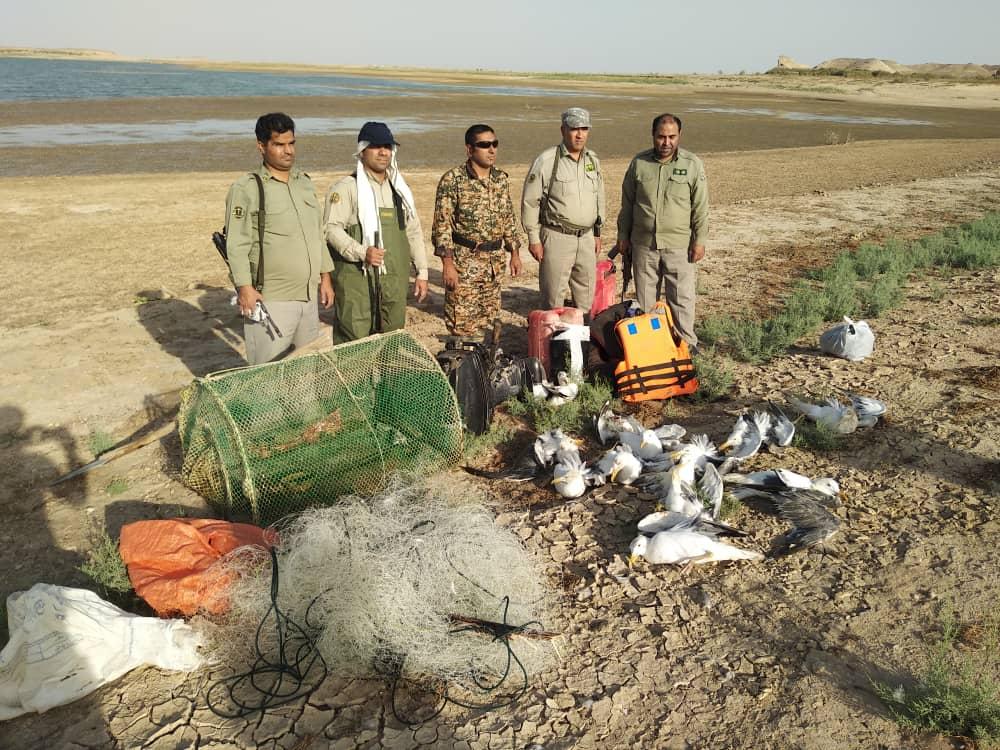 شکارچیان متخلف در دام محیط بانان زهک افتادند/ پنل های خورشیدی منبع تأمین انرژی پاسگاه های محیط بانی
